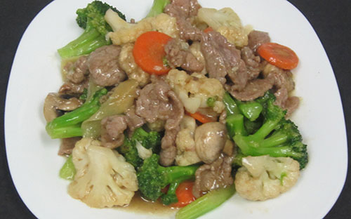(49) Beef Stir Fry with Mixed Greens