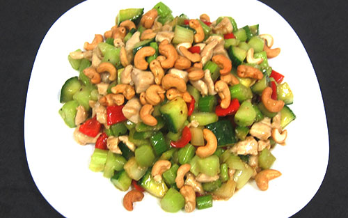(94) Cashew Nuts Gai Ding (chicken, cashews & diced vegetables)